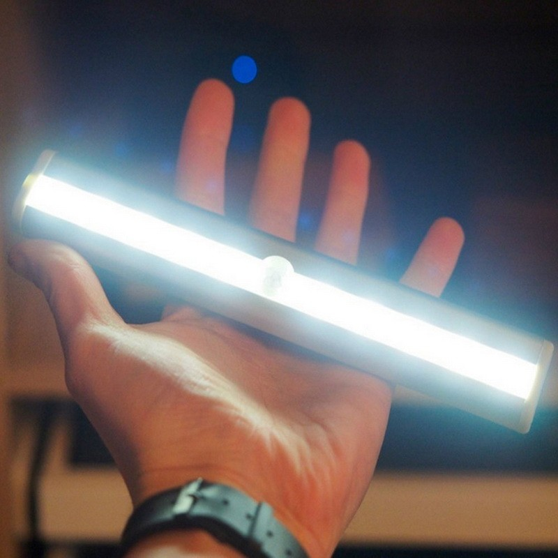 Универсальная автономная светодиодная LED лампа светильник c ИК инфракрасным датчиком движения