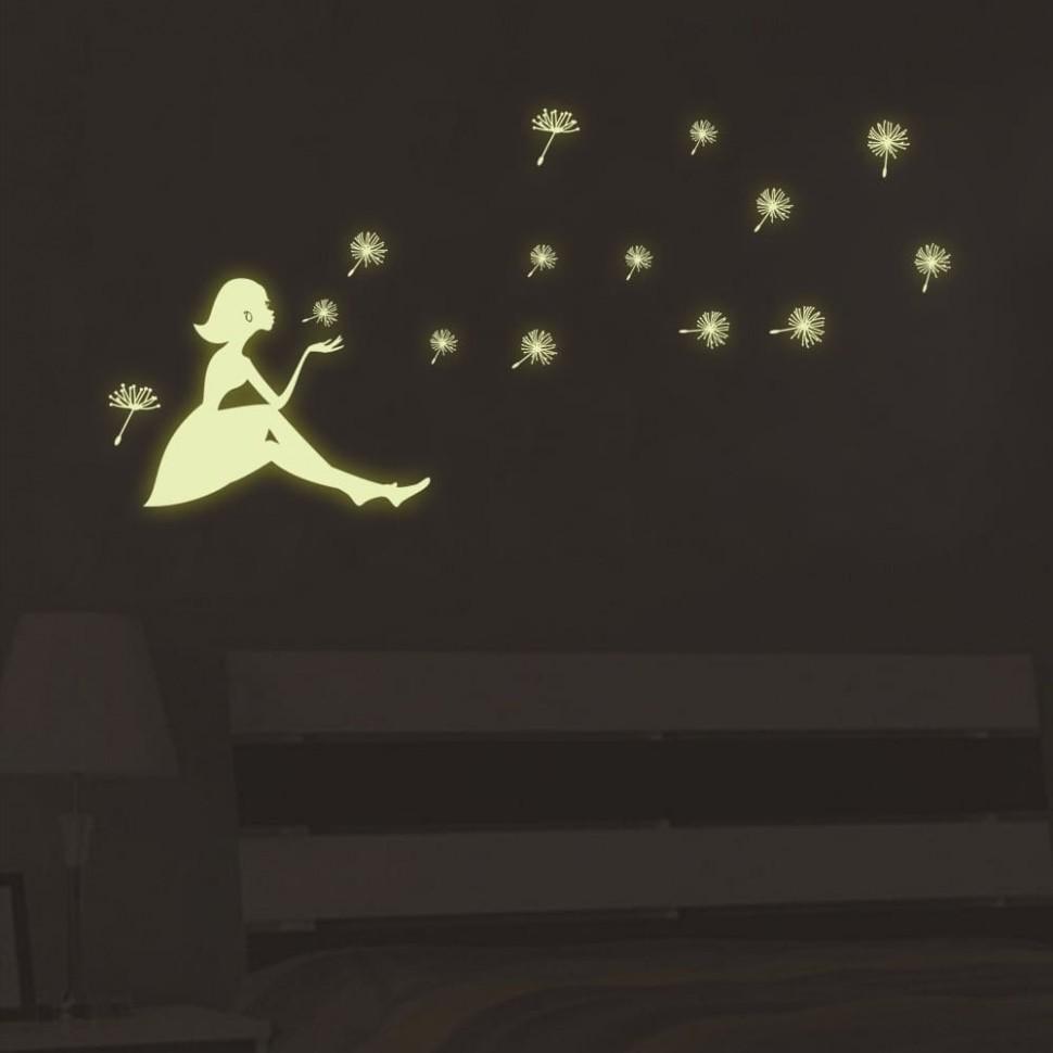 Наклейка светящаяся флуоресцентная на стену потолок Девочка и Одуванчики